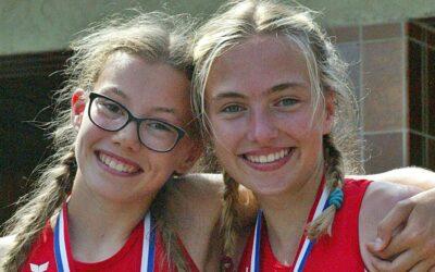 Zwei junge Sportlerinnen holten im Block-Fünfkampf die Meisterschaft